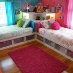 Camera pentru o fetita si un baiat cu sertare la paturi