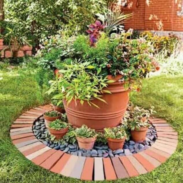 04-puteti-folosi-caramida-pentru-a-decora-in-jurul-ghiveciurilor-de-flori