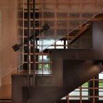 Scara cu balustrada din sticla- mecanism de prindere