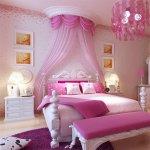 Dormitor pentru fetite cu baldachin si tapet cochet