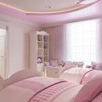 Dormitor roz pal cu mobilier alb