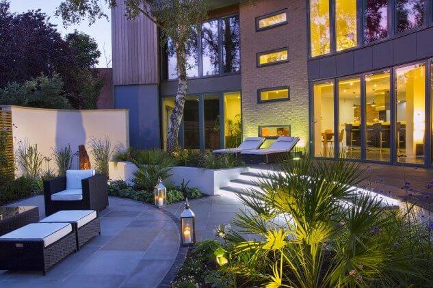 Casa moderna cu terasa rotunda