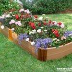 Pat de flori cu pereti din lemn
