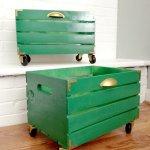 Cutii reconditionate verzi din lemn cu roti