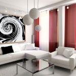 Living minimalist cu tablou mare si draperii rosii