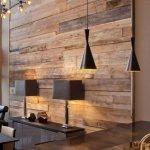 Decor modern cu perete din lemn