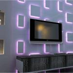 Perete cu panouri mici decorative iluminate mov
