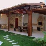 Terasa din lemn cu gratar acoperita cu olane