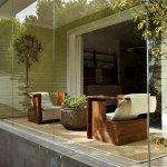 Casa cu balcon inchis cu sticla