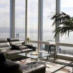 Living modern cu inchideri din sticla