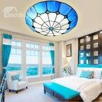 Plafoniera mare din sticla colorata in dormitor
