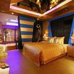 Dormitor auriu cu decoratiuni egiptene