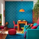 Living colorat cu perete accent