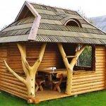 Cabana din busteni cu acoperis din sita cu lucarna