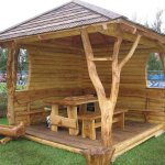 Foisor din lemn rotund cu stalpi din trunchi