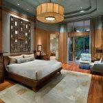 Dormitor in stil japonez cu lustra mare cu abajur textil
