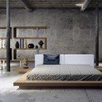 Dormitor cu pereti nefinisati si mobilier decorativ