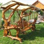Balansoar din lemn din trunchiuri de copac