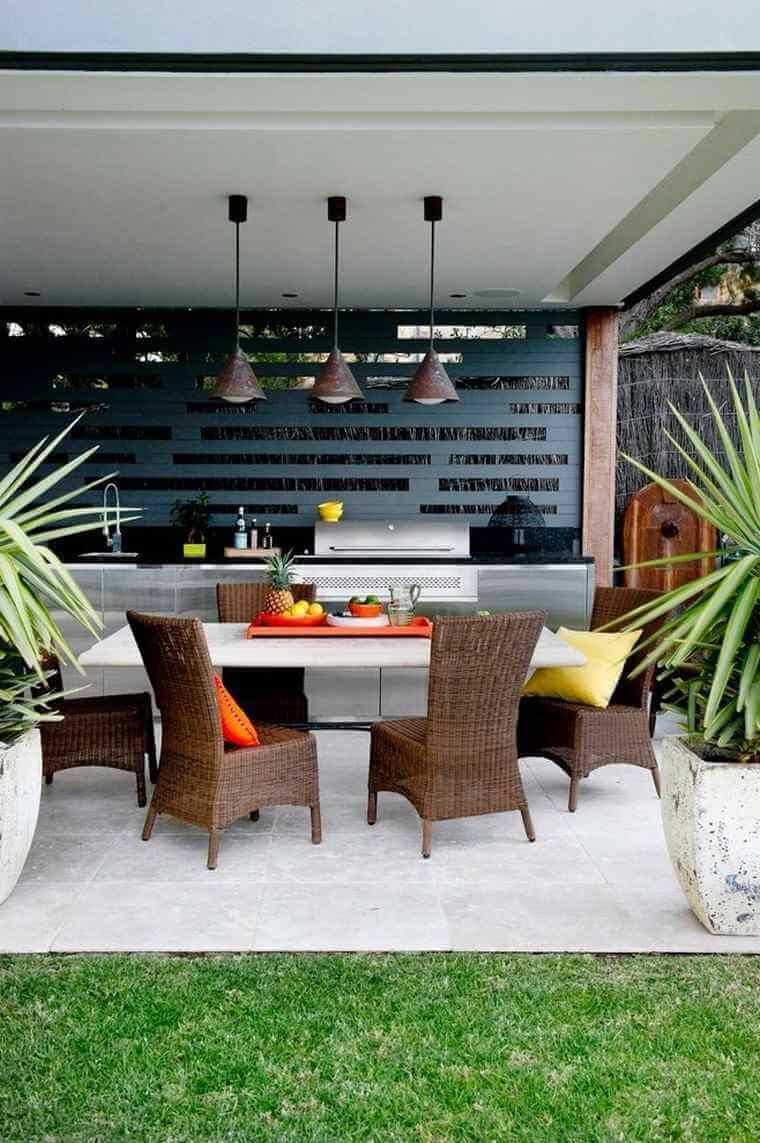 Terasa acoperita cu bucatarie si dining moderne