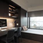 Dormitor modern cu birou minimal