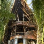 Casa exotica cu acoperis din bambus