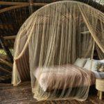 Pat cu baldachin din bambus