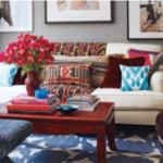 Canapea alba cu perne decorative colorate