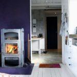 Bucatarie rustica cu soba decorativa