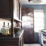 Bucatarie vintage cu mobila din lemn