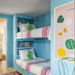 Camera zugravita in albastru cu pat etajat