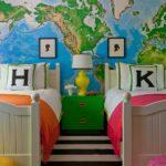 Perete amenajat pentru camera copilului