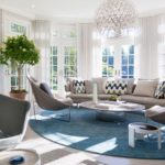 Living modern open space cu lustra mare rotunda