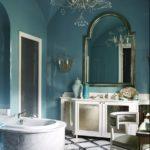 Baie eleganta cu zugraveala albastra si lustra diafana