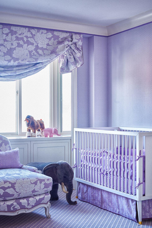 Camera lila cu decor retro pentru bebe