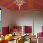 Camera bebelus in culori calde
