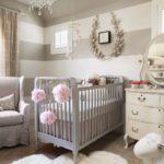 Camera fetita in culori neutre