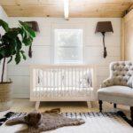 Camera bebe amenajata cu lambriu si lemn