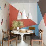 Dining mic cu modele geometrice si cu perchet pe perete